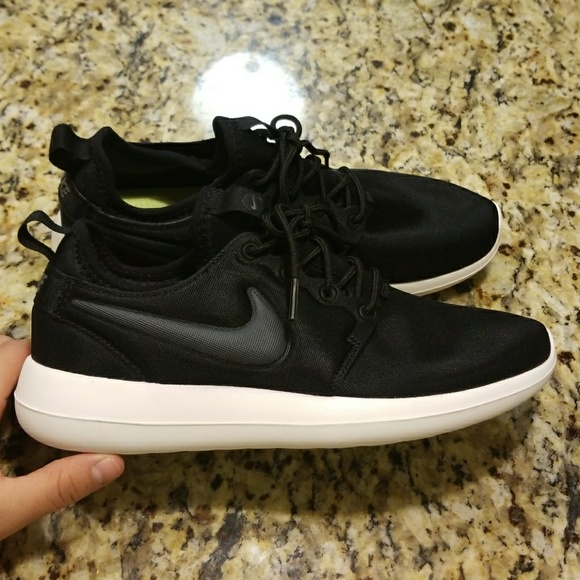 newest 15d9c e0351 NWOT WOMENS NIKE ROSHE TWO 844931-002. M5a3f2bbd85e6053a6806c63f